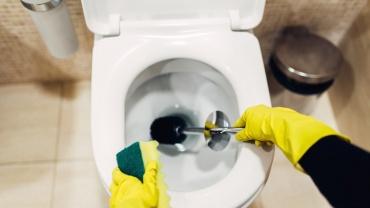 Toaleta infundata